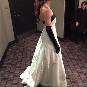 Monique Lhuillier White Organza Evening Gown